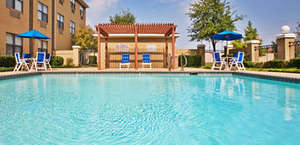 Holiday Inn Express & Suites Dallas/Stemmons Fwy