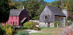 Gilbert Stuart Birthplace & Museum
