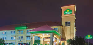 La Quinta Inn & Suites Tulsa Airport/Expo Square